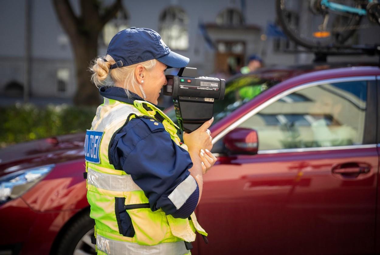 .Politsei mõõdab kiirust