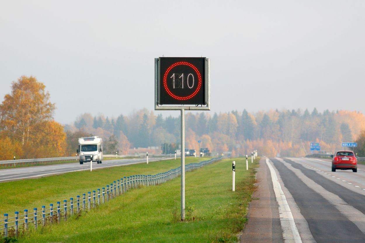 .Maantee, Muutuva teabega liiklusmärk