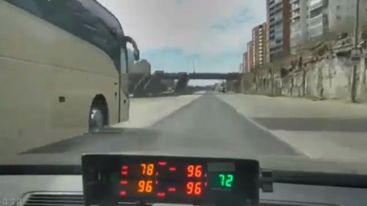 .Kihutav buss