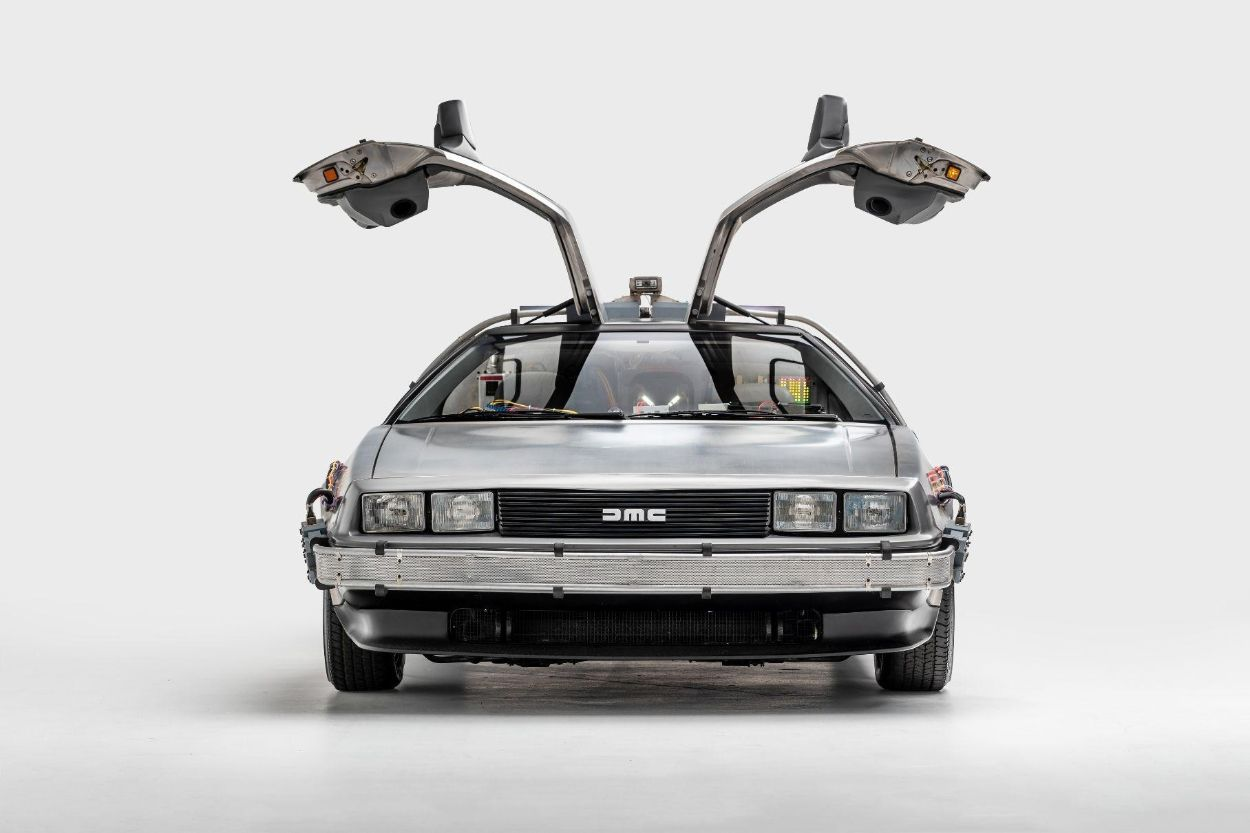 .DeLorean DMC-12