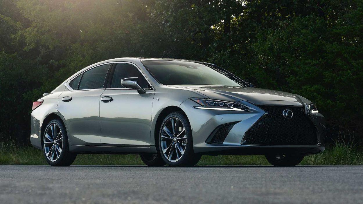 .Lexus ES